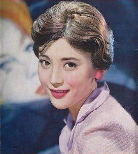 岡田茉莉子の現在(2019)は?夫との関係は?若い頃は美人で看板女優だった!のサムネイル画像