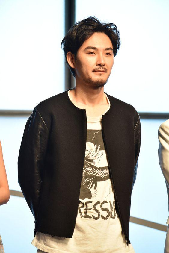 【最新CM&映画情報】松田龍平の結婚相手は?メガネや性格も!のサムネイル画像