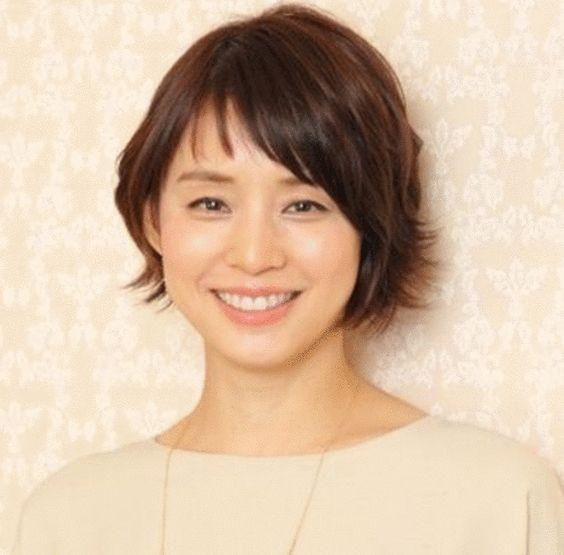 石田ゆり子が愛猫と過ごす自宅がおしゃれ過ぎる!愛用の椅子も!のサムネイル画像