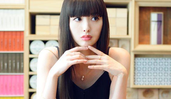 モデルの鈴木えみは結婚している?中国人でイケメンの弟がいる?!のサムネイル画像