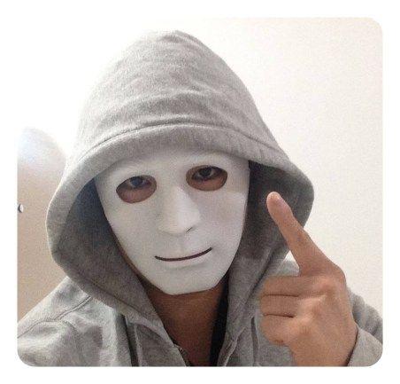 人気の仮面YouTuberラファエルの素顔は?育休をとって二代目募集!?のサムネイル画像