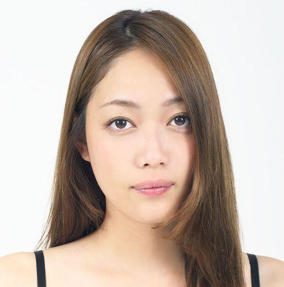 匂わせ投稿が話題⁉夏目鈴の復縁・結婚の噂は?のサムネイル画像