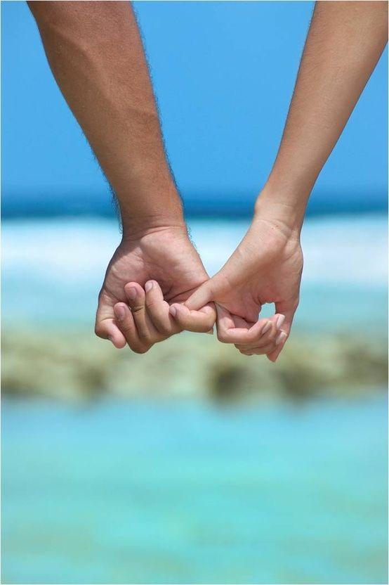 「手を繋ぐ夢」を見た人必見!?その夢を見た理由や暗示とは?のサムネイル画像