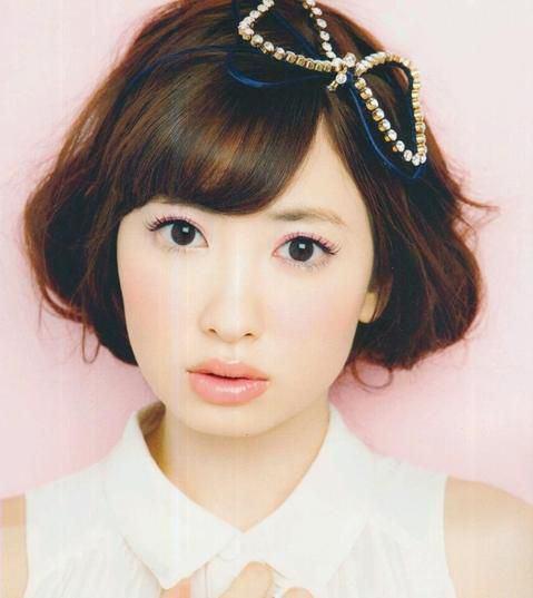 そのロング古くない?小嶋陽菜の髪型レトロ最新ロング&アレンジのサムネイル画像