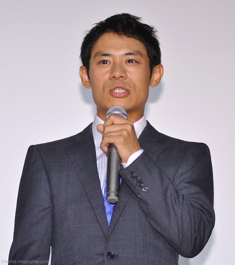 伊藤淳史の弟は芸能人だった?画像と身長差、死の理由も発覚?のサムネイル画像