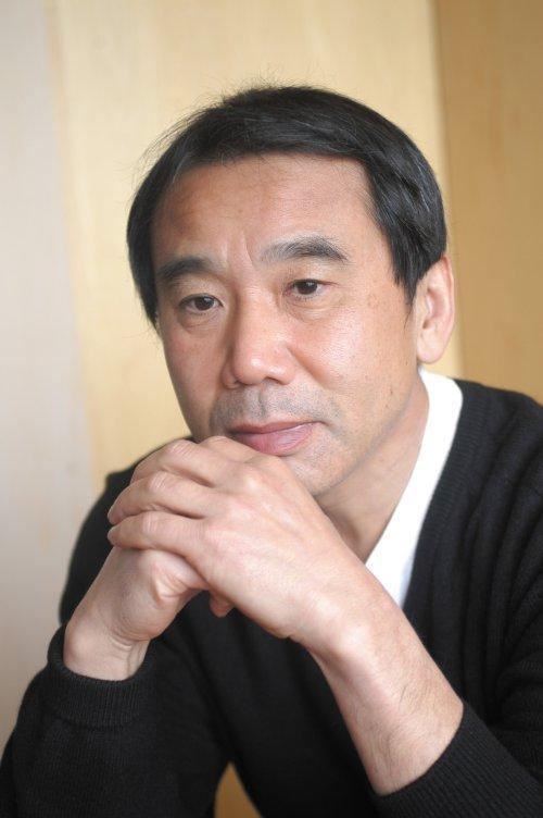 【厳選!!】人気作家・村上春樹のおすすめの小説を4作品ご紹介!!のサムネイル画像