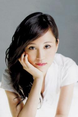 【元・AKB48】前田敦子がこれまでに出した写真集とは?【女優】のサムネイル画像