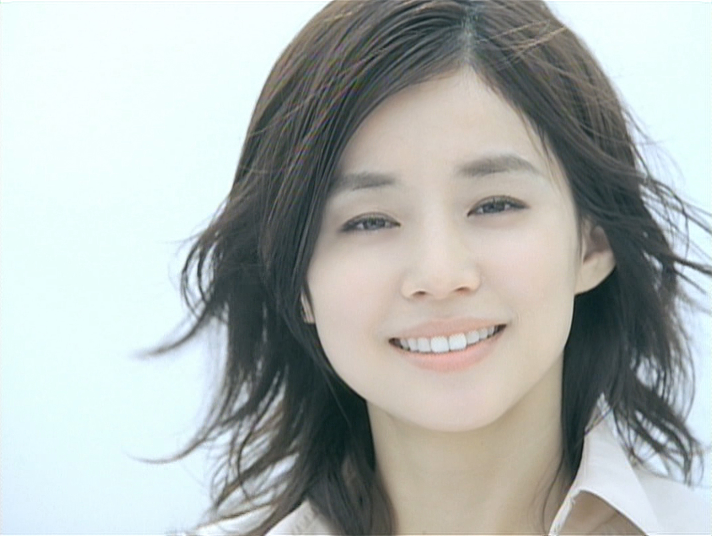 メディアで大活躍の女優・石田ゆり子の演じるドラマとその魅力は?のサムネイル画像