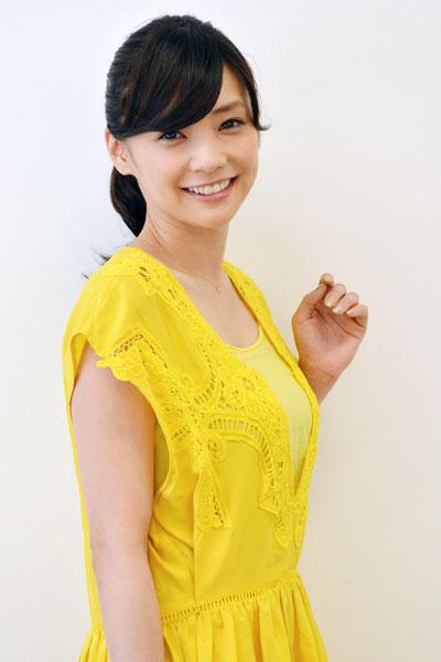 ドラマファッションが人気の倉科カナの出演ドラマのまとめ集のサムネイル画像