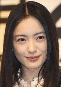 仲間由紀恵さんが結婚!旦那さんは有名な俳優?疑問にお答えします!のサムネイル画像