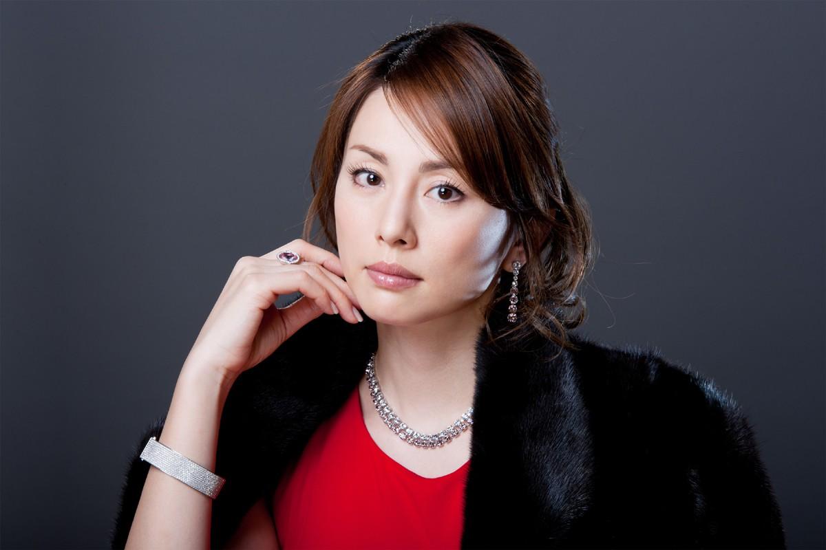 【画像あり】米倉涼子の身長とは!?スタイルが抜群すぎる!のサムネイル画像