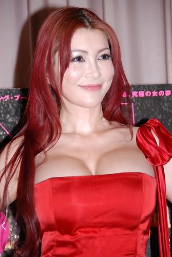 叶美香の年齢は47歳!!常に魅惑的な彼女と同世代の芸能人とは?のサムネイル画像