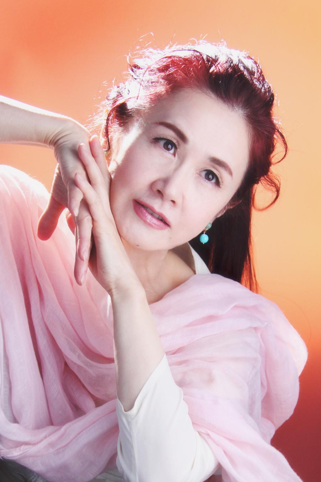 中島みゆきの「化粧」が泣けると評判!失恋ソングにどっぷりハマる。のサムネイル画像