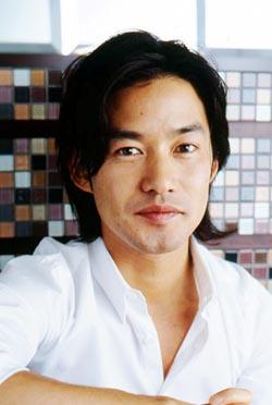 独身貴族竹野内豊さん。彼は今までドラマでどんな役を演じてきたのかのサムネイル画像