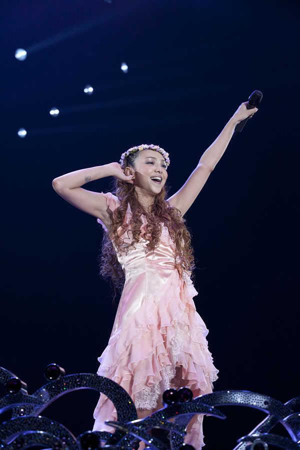 サプライズ!あの安室奈美恵がコンサートに登場し場内騒然に!のサムネイル画像