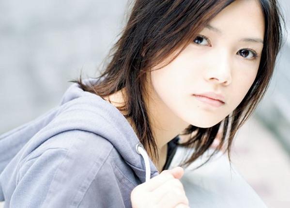 あなたもきっと聴いてみたくなる!大人気歌手YUIのアルバム特集のサムネイル画像