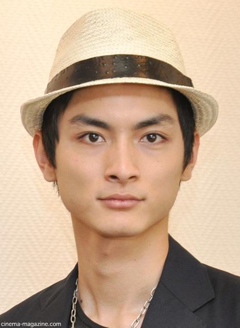 変幻自在カメレオン俳優!男だって惚れる!高良健吾の画像集のサムネイル画像