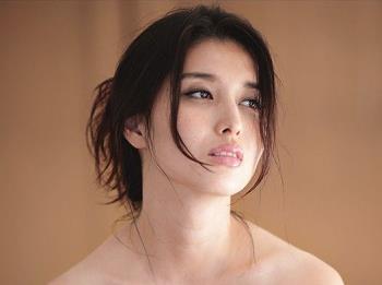 巨匠・篠山紀信が撮った橋本マナミ・大ヒット!心のパンツを脱いで…のサムネイル画像