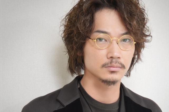 綾野剛も大好き「丸メガネ」!今や芸能界は丸メガネブーム!?のサムネイル画像