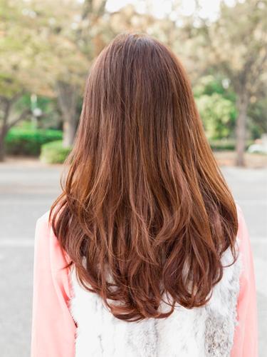 髪型がロングヘアの子、必見!流行りのスタイルやアレンジ法を紹介!のサムネイル画像