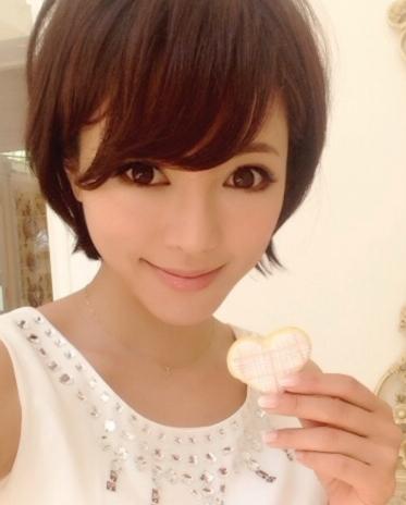 【釈由美子】清楚なボブ姿へのイメチェン姿を披露!大好評のよう♡のサムネイル画像