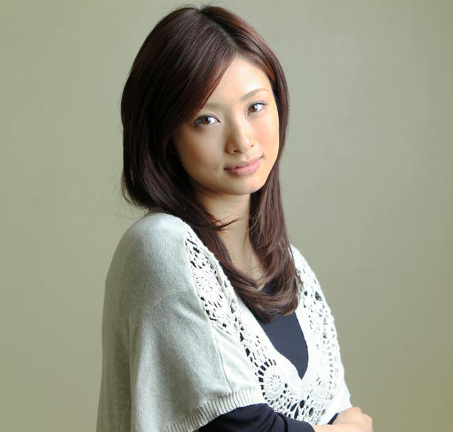 結婚して2年目!ついに上戸彩第一子妊娠!お腹には双子が?のサムネイル画像