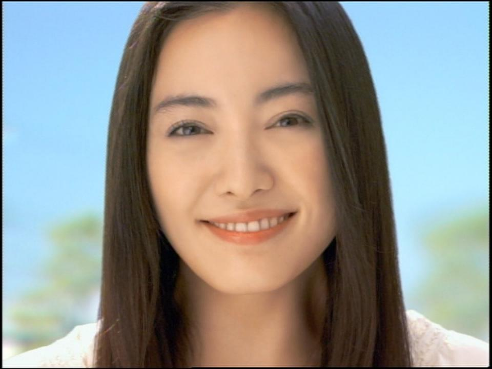 女優、仲間由紀恵さんがめでたくゴールイン!結婚相手もご紹介しますのサムネイル画像