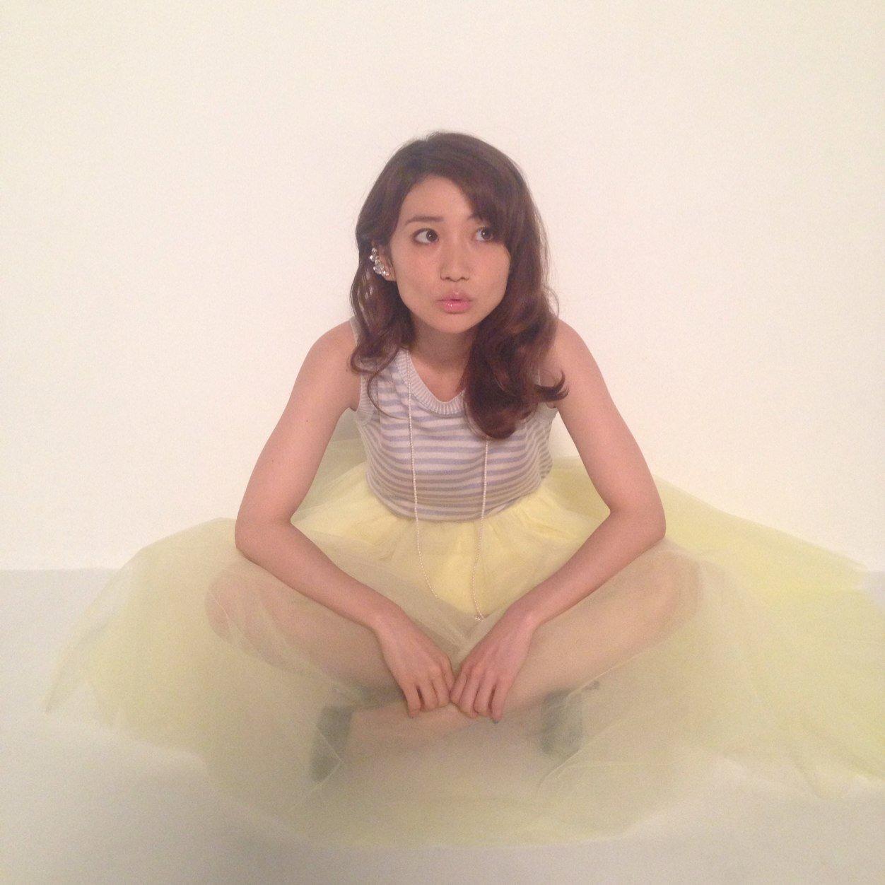 毎度お騒がせします!!大島優子のドレス姿に報道も混沌!?のサムネイル画像
