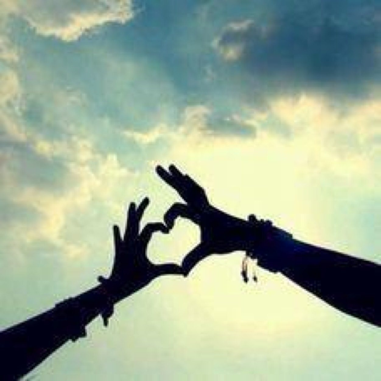 遠距離恋愛中のカップルに是非聴いて欲しい☆遠距離恋愛ソング特集!のサムネイル画像