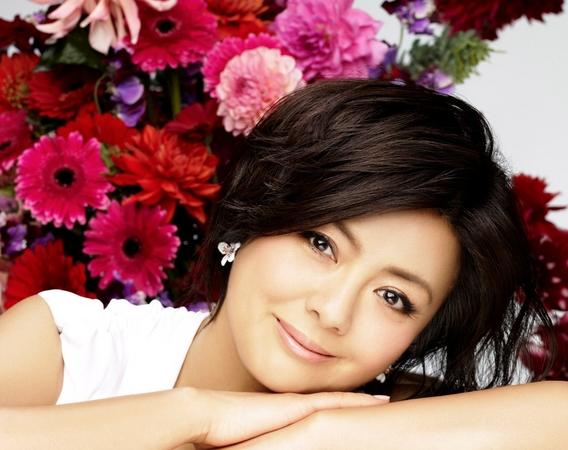 薬師丸ひろ子さんは角川映画の看板女優で歌もたくさん出していたのサムネイル画像
