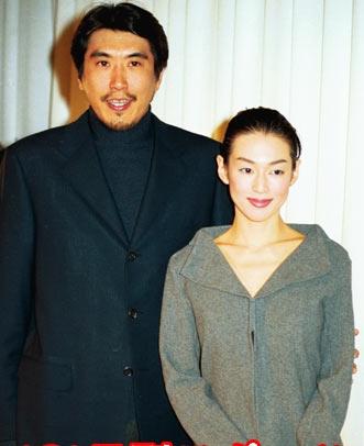 実は再婚同士だった!石橋貴明と鈴木保奈美夫婦は本当に仲がいいの?のサムネイル画像