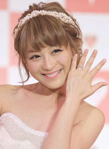 感動?衝撃?ハプニング続出の鈴木奈々の結婚式の内容とは?のサムネイル画像
