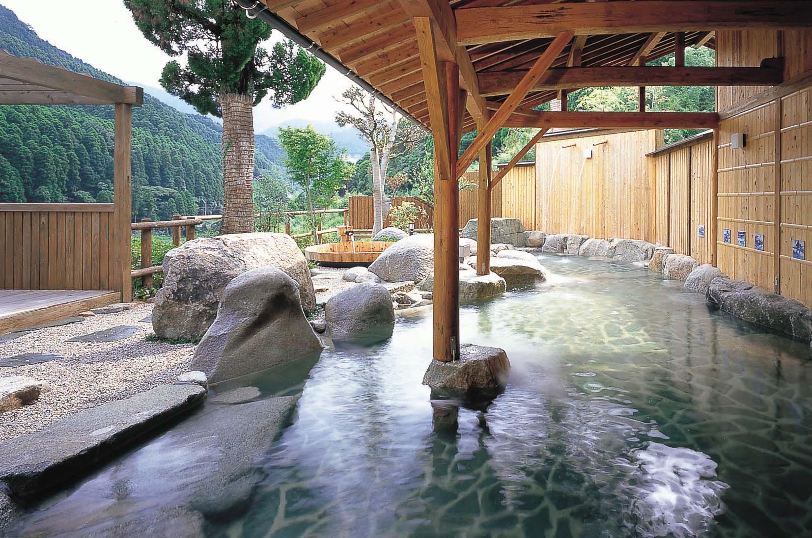 夏休みに行きたい温泉ランキング!種類別で紹介します!!!のサムネイル画像