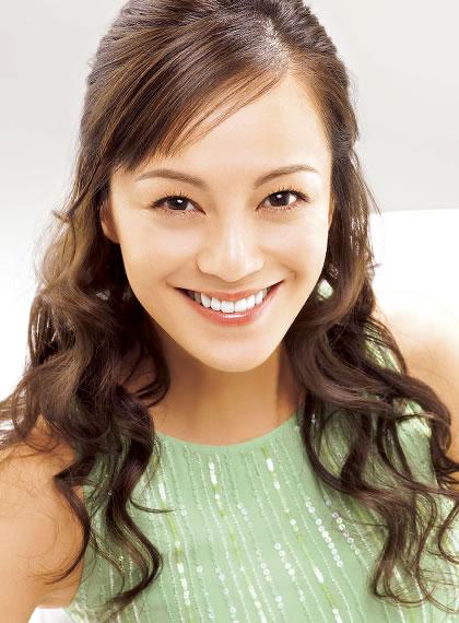 結婚して8年の女優牧瀬里穂さん。子供は?その後の夫婦関係は?のサムネイル画像
