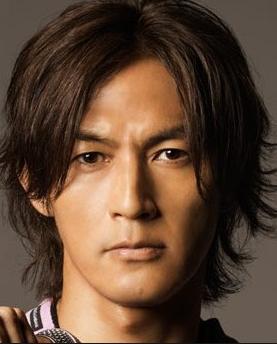 日本ロックのスター稲葉浩志の鍛えられた筋肉は素晴らしい!!のサムネイル画像