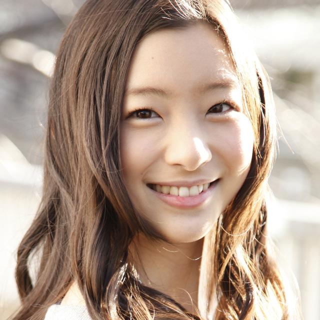 【画像アリ】足立梨花さんのスタイルが素晴らしいと話題に!のサムネイル画像