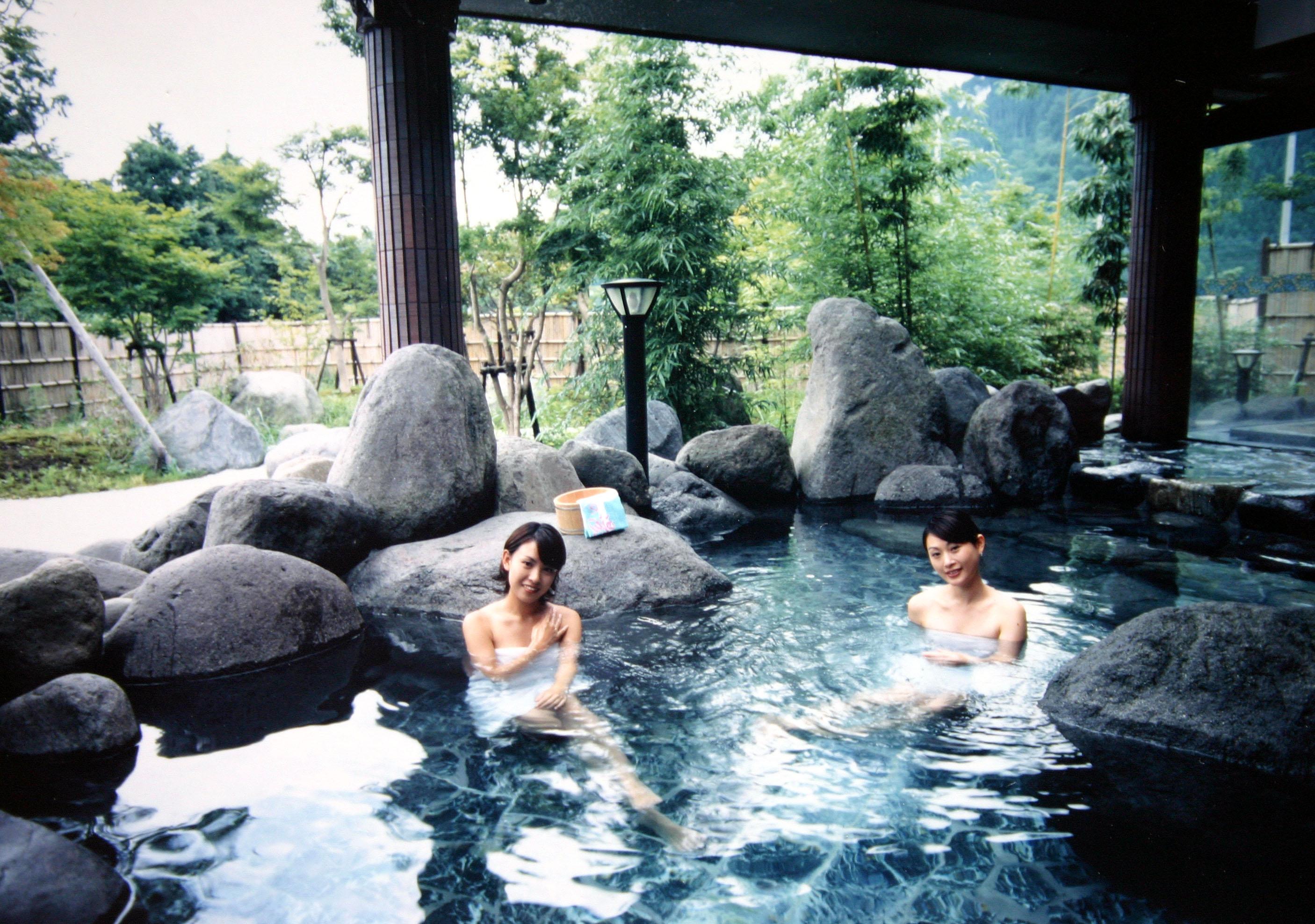 楽しみにしていた温泉旅行!!でも生理が丸被り!!入ってもいいの?のサムネイル画像