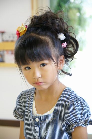 子供にやってあげたい!女の子のかわいい髪型アレンジのコツ&方法のサムネイル画像