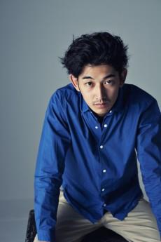 実力派俳優・瑛太はイケメン揃いの三兄弟だったって本当!?のサムネイル画像