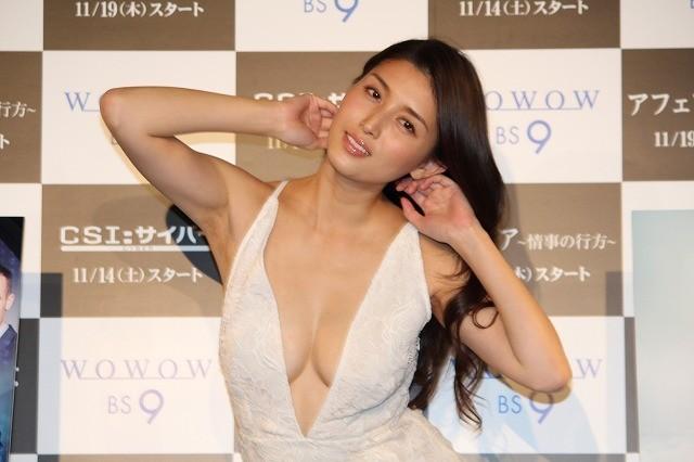 【ビキニ姿】橋本マナミがイベントで宙吊りにされて注目の的に!?のサムネイル画像