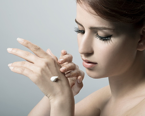 自然な美肌が作れるおすすめリキッドファンデーションと使い方のサムネイル画像