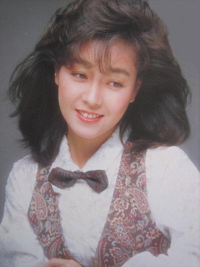 かつてのアイドル歌手、柏原芳恵の都市伝説「こけし騒動」とは?のサムネイル画像