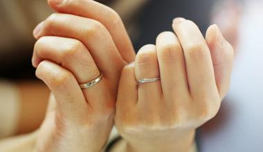 彼女と結婚しようと思ったきっかけは!?結婚指輪エピソード♪のサムネイル画像