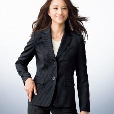 【必見】これだけは知っておきたい!正しい女性のスーツの選び方!のサムネイル画像