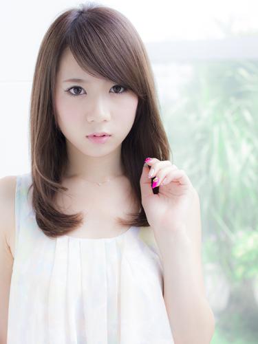 【女子必見】誰でも簡単に出来る前髪を斜めに流す方法を教えます!のサムネイル画像