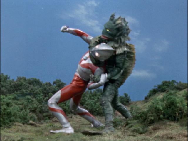 【カッコ悪っ!】ウルトラマンが意外と、やられちゃってる件。のサムネイル画像