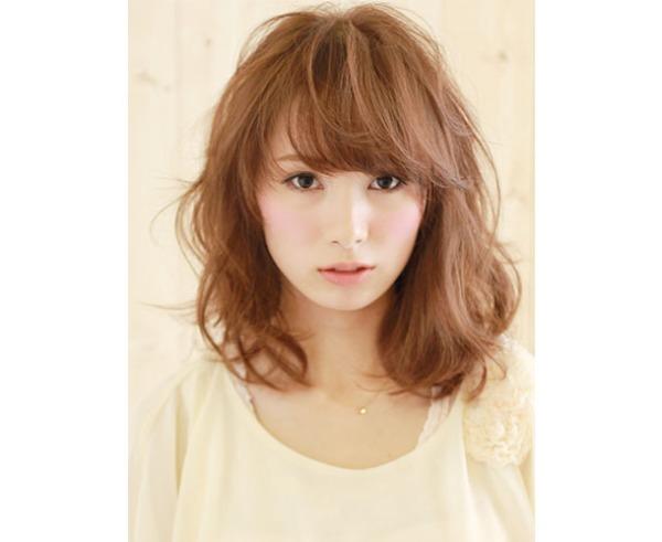 巻き髪は実は難しくない!?巻き髪のコツまとめてみました!のサムネイル画像