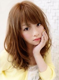 【ミディアムヘアの人必見】巻き髪でゆるふわ女子を目指しちゃおう!!のサムネイル画像