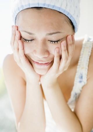 【化粧水でパック】手軽に出来ちゃう!!日々のお肌の水分補給!のサムネイル画像
