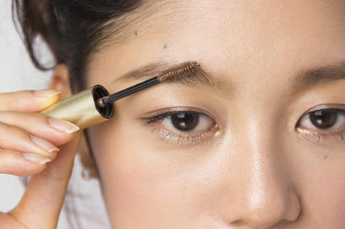 眉毛にマスカラはもう常識!基本をマスターしておしゃれを楽しもうのサムネイル画像